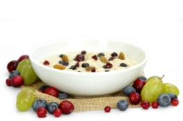 blueberry and lingonberry porridge - blueberries, oats, lingonberries and green raisins